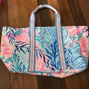 Lilly's Lagoon Tote in Kaleidoscope Coral